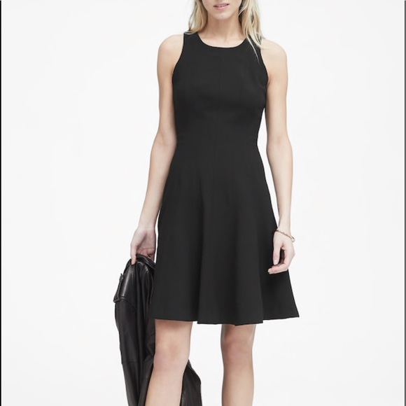 Banana Republic Women/'s Black Stretch Racerneck Fit /& Flare Dress Size 2